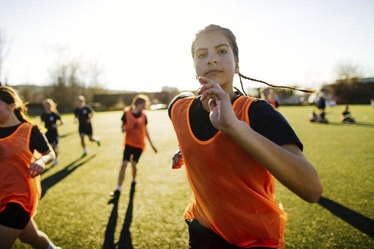 ¿Por qué las chicas dejan el deporte?