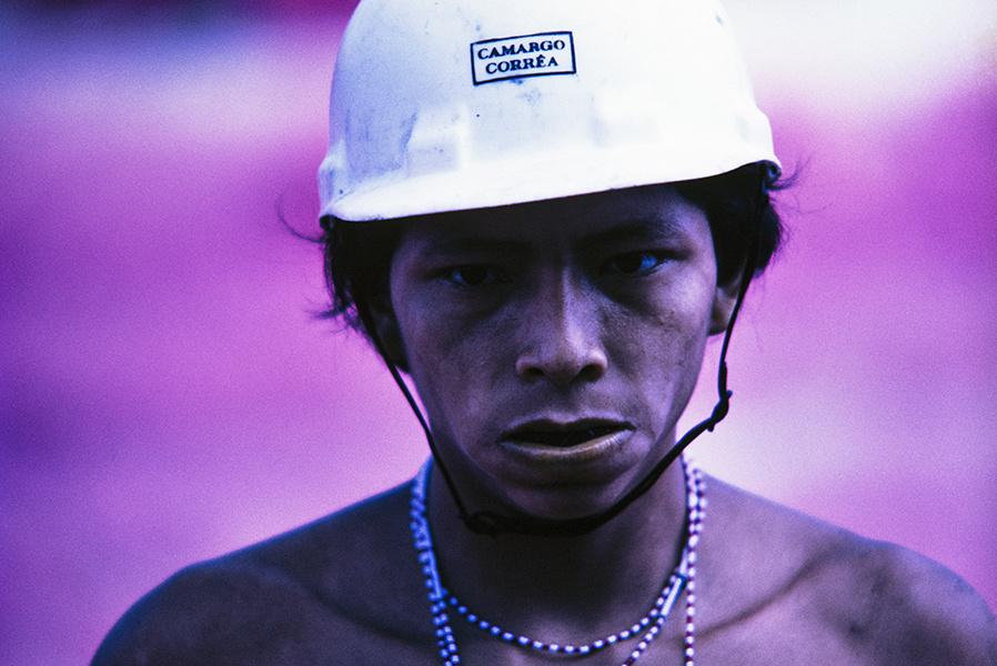 Yanomami trabajando en las obras de la carretera Perimetral Norte. Roraima, 1975